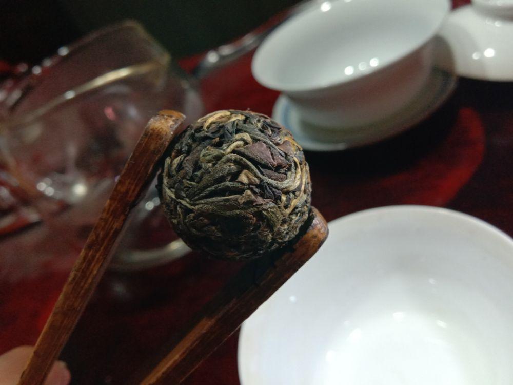 贺开古树晒红茶