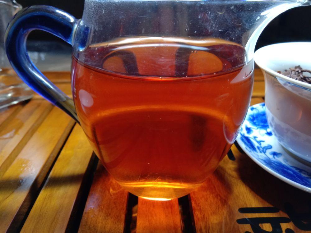 夜茶贺开古茶晒红茶
