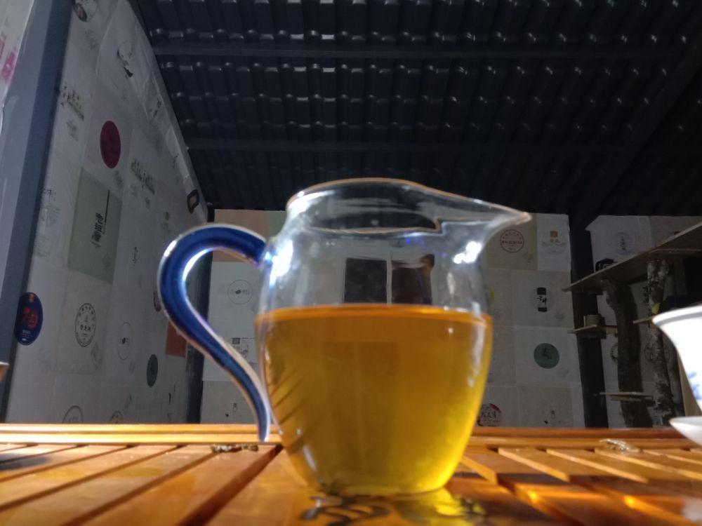 夜茶贺开古树竹筒茶